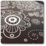 brązowe kwiaty na tkaninie